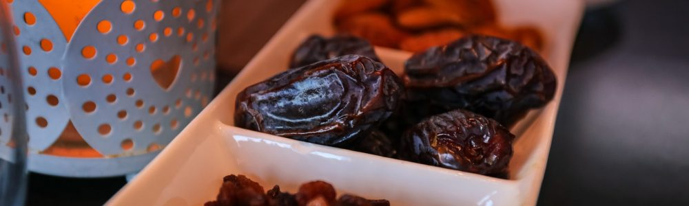 close-up-photo-of-raisins-and-dates-2291592
